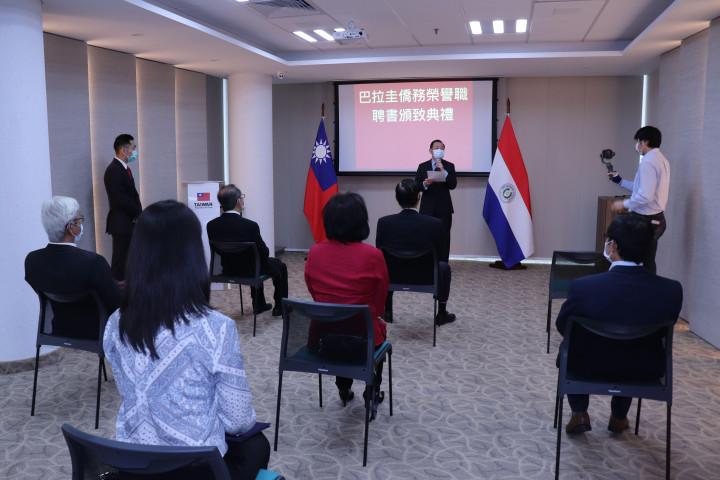 韓志正致詞感謝僑務榮譽職擔任志工,作為僑民與政府間的溝通橋樑