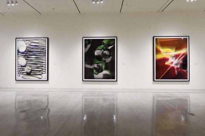 「影像之後—湯瑪斯˙魯夫1989-2020攝影作品展」現場─無相機攝影《感光影像》系列