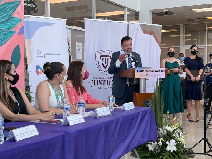 「世界自由民主聯盟墨西哥分會」會長César Jáuregui Robles致詞推崇捍衛臺灣自由及民主。