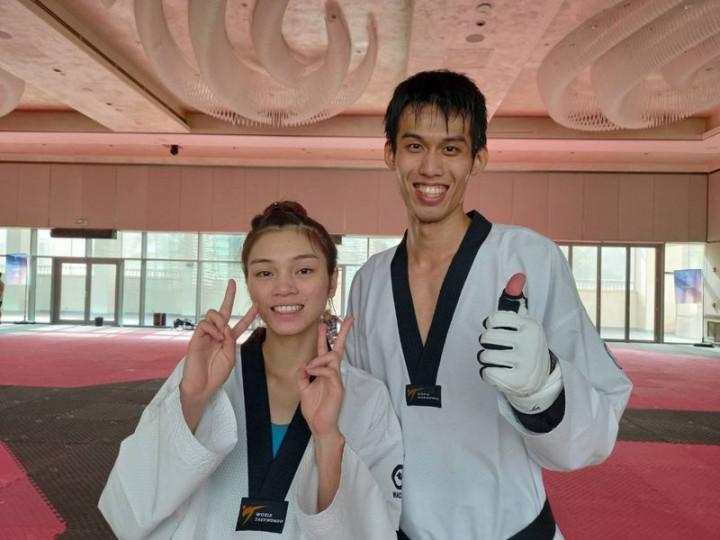 Su Po-ya (left).