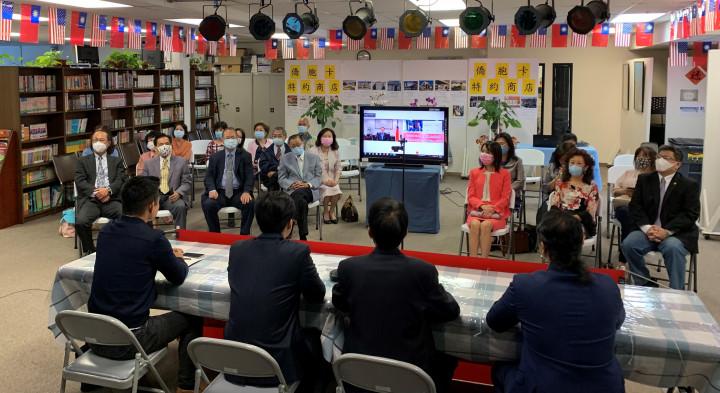 僑界貴賓出席橙縣華僑文教服務中心舉行i臺灣線上開講~僑青專業人士篇「全球僑臺商人才平臺」專題講座。