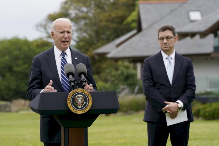 美國總統拜登(Joe Biden)宣布不附條件捐贈5億劑疫苗,輝瑞藥廠執行長博爾拉(Albert Bourla)一起現身