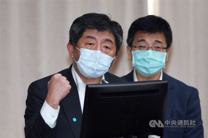 Health Minister Chen Shih-chung (left) attends a legislative hearing with Centers for Disease Director General Chou Jih-haw on Friday.