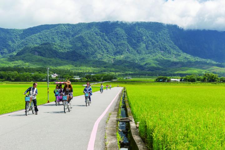 觀光局駐洛杉磯辦事處主任施照輝表示,台灣擁有豐沛的自然與人文資源,在疫情之後新常態的旅遊享有優勢。(交通部觀光局提供)