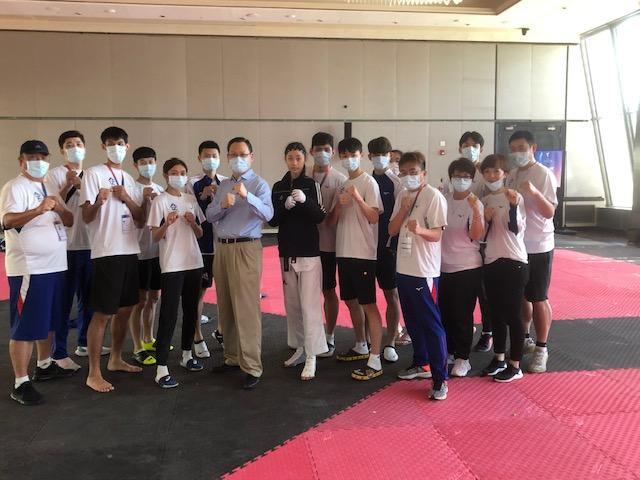 買睿明為參加東京奧運及帕運跆拳道安曼選拔賽的中華代表團加油打氣