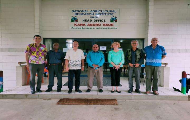 廖大使拜訪巴紐國家農業實驗所   訪視駐巴紐技術團