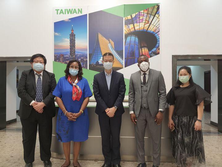 駐奈及利亞辦事處劉代表  接見奈國「國立初級醫療保健發展署」