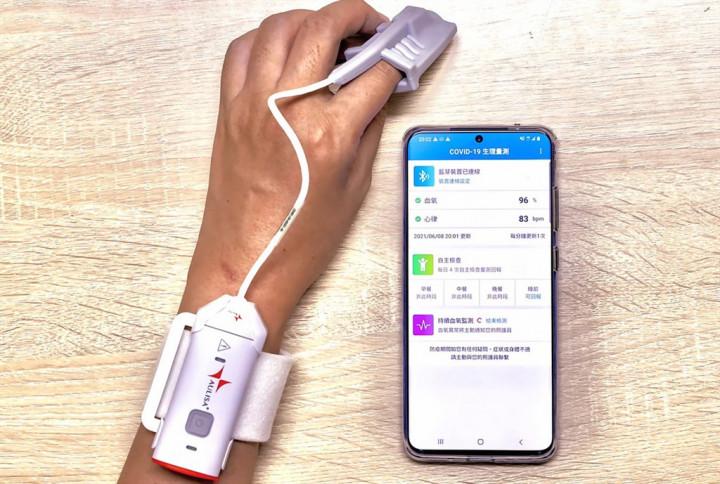 陽明交大數位醫學暨智慧醫療推動中心與中華電信合作成立血氧監測緊急救援隊,共同開發「COVID-19血氧監測雲端平台」,透過資訊技術達成即時監測,可減少醫護接觸風險,7日已於新北市立聯合醫院專責病房上線