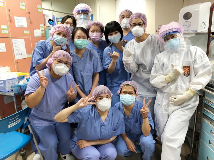 染疫患者拔管努力彎大拇指致謝 醫護感動