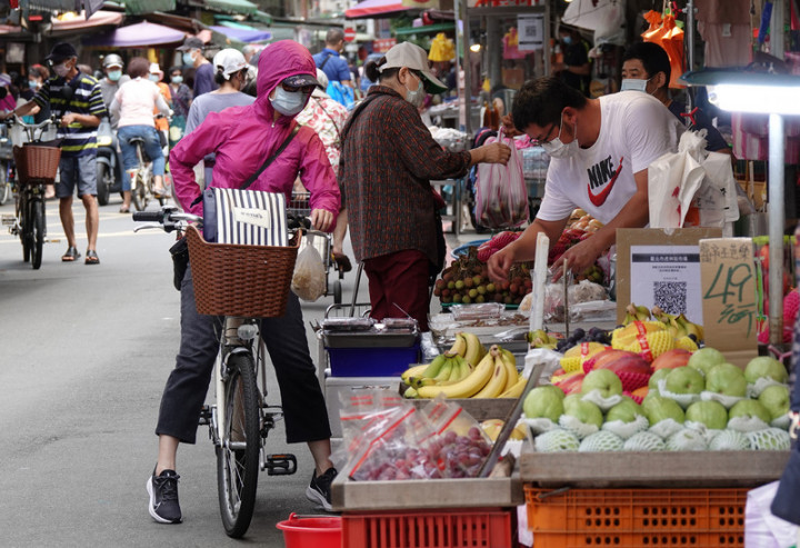 A spike in the price of such foods as vegetables and fruit pushes up the consumer price index.