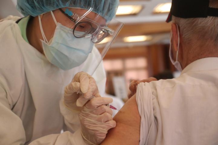 疫苗施打 北市今8時開放80歲以上預約 不限戶籍地