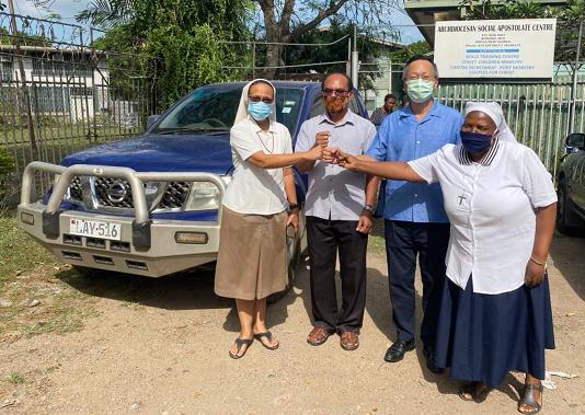 廖大使捐贈汽車乙輛予巴紐莫士比港大主教教區