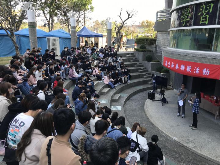 正修科技大學國際事務處融入臺灣年節,舉辦僑生新春聯歡活動,把僑生當成家人。(正修科技大學國際處提供)