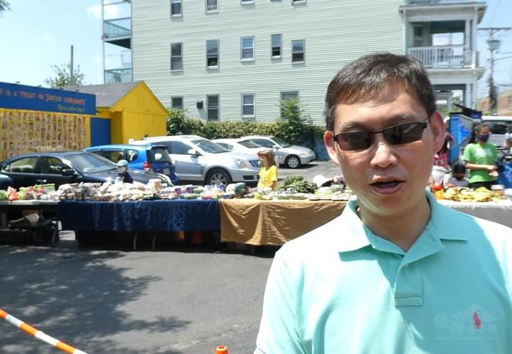 駐波士頓辦事處處長孫儉元讚許社區幫助社區,彰顯臺灣愛心的活動。