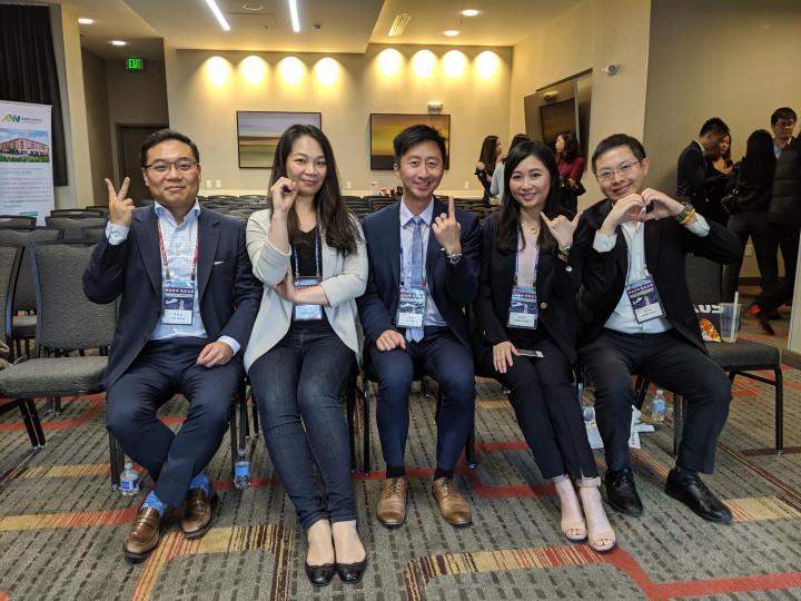 黃業倫(左一)2019年參加北美洲臺灣商會聯合總會第31屆年會