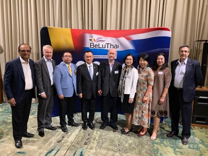 黃呂翊(左三)代表泰國臺灣商會聯合總會參與泰國比利時盧森堡商會年會交流活動