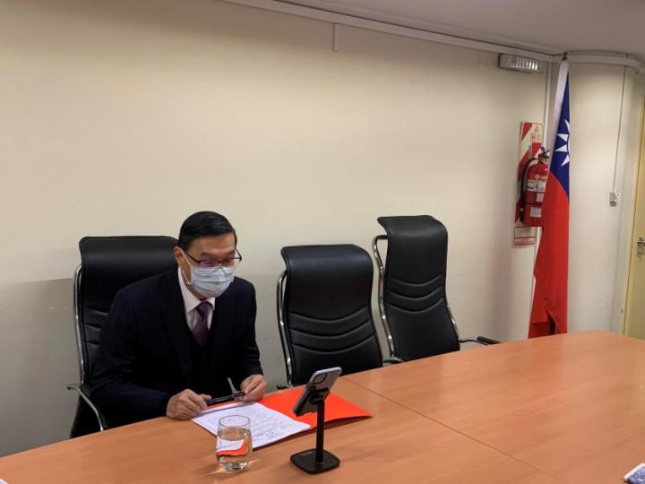 曹大使立傑與烏拉圭台灣商會會長徐明宏視訊通話並關心旅烏僑胞生活
