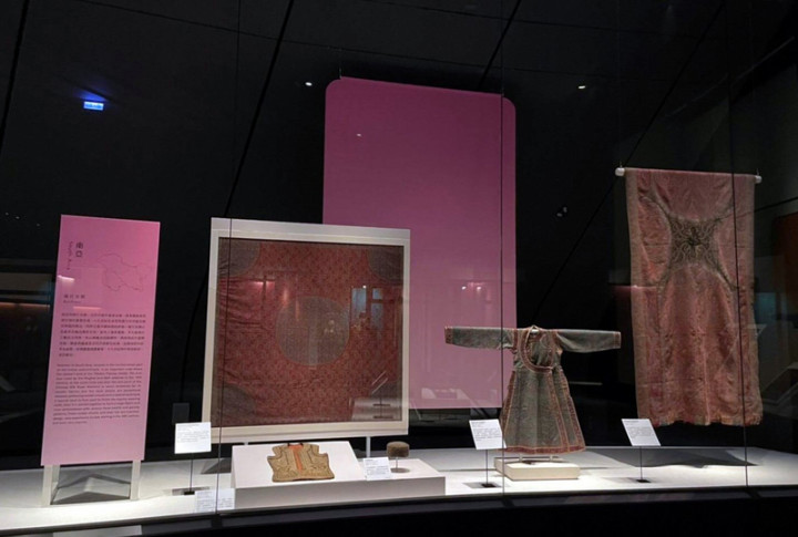 故宮南院「亞洲織品」常設展24日起再度登場,展出51件文物,包括南亞以羊毛織品聞名的喀什米爾展件「佩斯利紋羊毛披肩」。(故宮南院提供)