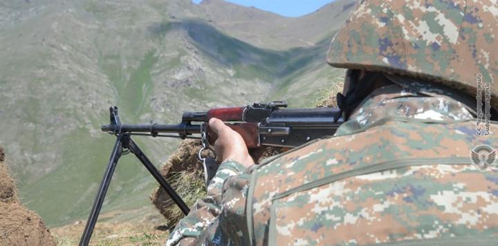 亞美尼亞和亞塞拜然28日才同意暫停在邊界爆發血腥衝突,29日就互控對方違反這項俄羅斯支持的停火安排。圖為亞美尼亞士兵。(圖取自twitter.com/ArmeniaMODTeam)