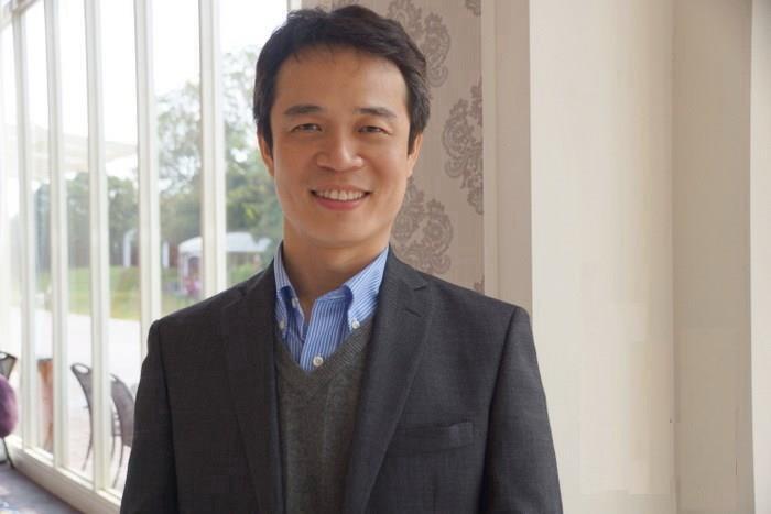 把教室搬到偏鄉的李俊耀老師。(拍攝日期2016年)