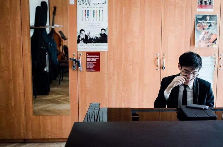 鋼琴新秀張凱閔拿到波蘭蕭邦國際鋼琴大賽入賽資格,10月將前進波蘭,與來自全球音樂好手角逐大賽桂冠。(張凱閔提供)
