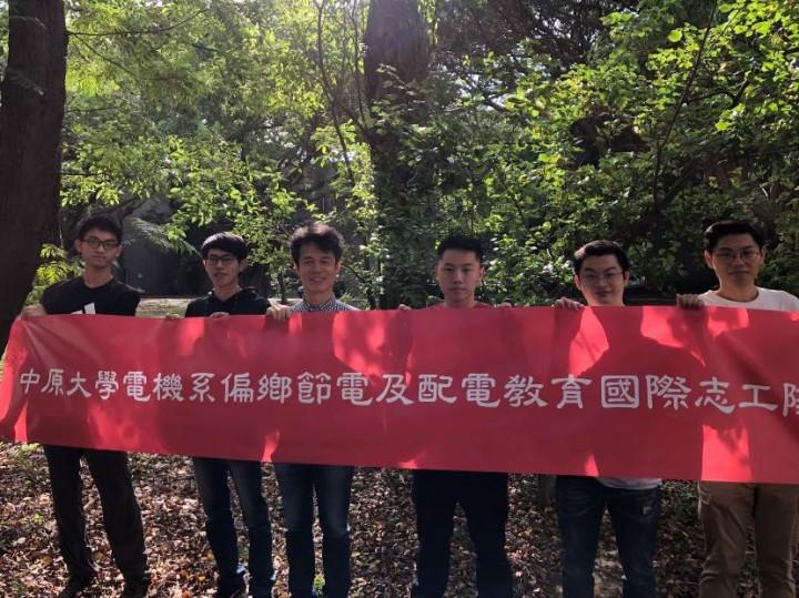 李俊耀老師帶領志工隊深入偏鄉及國際,教導水電技能,也學習當地文化。(拍攝日期2020年)