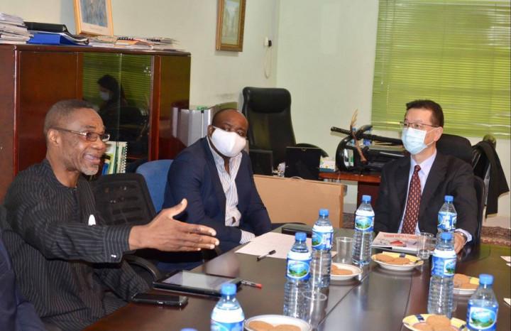 劉代表在奈國首都阿布加出席「奈及利亞-臺灣商會」(Nigeria-Taiwan Business Association)會員大會,與多位會員融洽交流