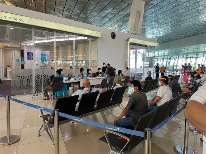 印尼疫情嚴峻,台灣印尼觀光發展交流協會理事長張志嘉22日指出,已成功改洽印尼航空包機,讓滯留印尼的台商與僑民順利返國,8月8日成行。圖為蘇卡諾-哈達國際機場一景。(圖取自facebook.com/garudaindonesia)