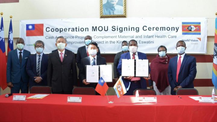 梁大使見證駐史瓦帝尼技術團與世界展望會簽署合作備忘錄