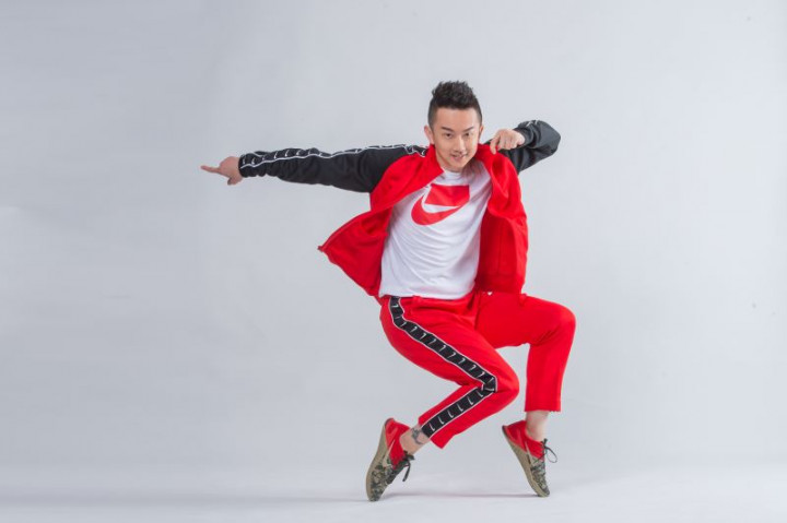 7月24日國美館「跨界.動感藝術導覽直播」中,廣場舞天王瘋狂麥克斯將以自創舞步與藝術口訣,以順天特展畫作為背景,一次滿足視覺與聽覺