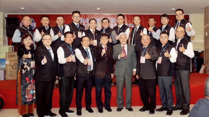 簡瑋宏參加北寧商會第四屆理監事就職合影(前排右2)