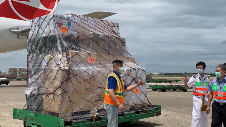 The batch of the AstraZeneca vaccine donated by Lithuania is offloaded from a plane at Taiwan Taoyuan International Airport. CNA photo July 31, 2021