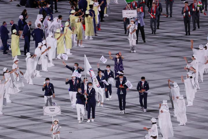 中華代表團在網球好手盧彥勳(掌旗者右)、舉重好手郭婞淳(掌旗者左)帶領下進入東京奧運開幕式會場,現場氣氛歡騰。