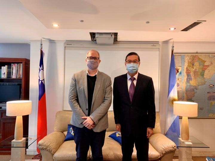 曹立傑與阿根廷全球民主基金會主席暢談亞洲國家民主發展