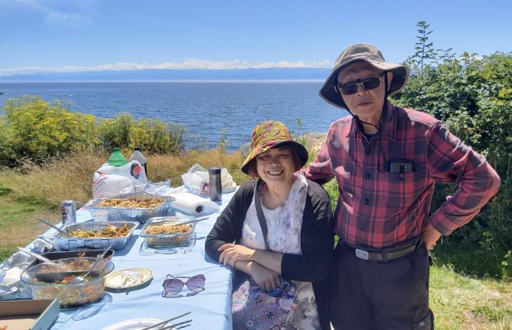 熱誠的Susan 和 Peter 夫婦為鄉親們準備了多道臺灣菜