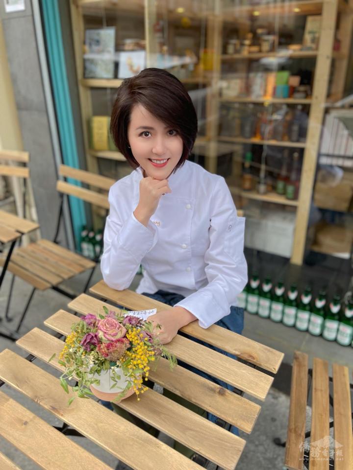 黃郁珊在她位於巴黎的餐廳ZAOKA受訪,暢談她在人生前三分之一場所遇到的人事物如何成為她追逐夢想的契機。