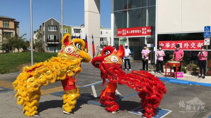 FASCA表演舞獅慶賀華運聖火點燃。