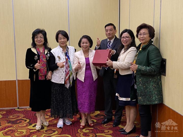 僑務委員共同支持昆士蘭臺僑團體聯合會交接