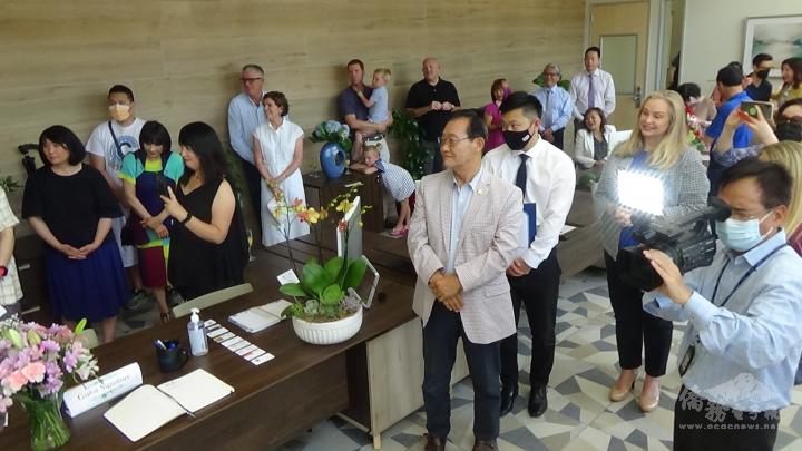 主流官員、地方首長、僑社代表,社區領袖100人,到場祝賀。