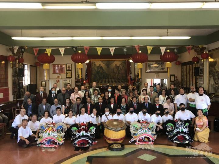 羅省龍岡親義公所舉行醒獅開光暨慶祝建樓72週年紀念祭祖典禮-大合照