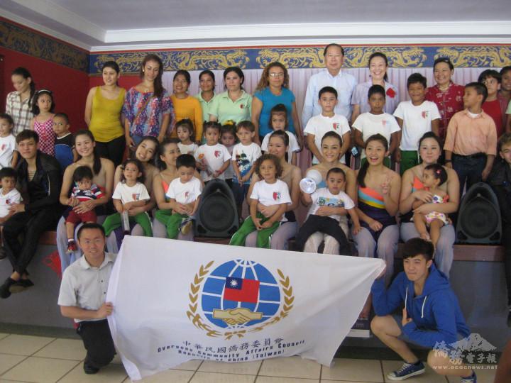 2014年舞鈴劇場籌組國慶文化訪問團,赴中南美洲及美國拉斯維加斯6城市巡演。(舞鈴劇場提供)