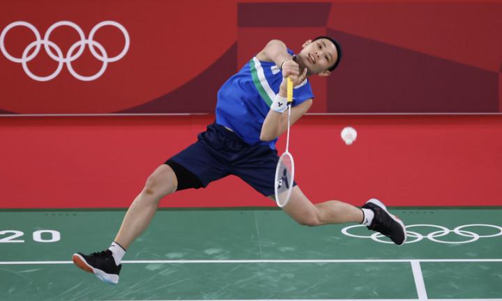 從全英公開賽、亞洲羽球錦標賽、世界大學運動會,甚 至亞運,台灣羽球好手戴資穎都已先後拿過金牌,雖然 在今年東京奧運與金牌擦身而過、僅獲銀牌,但她已無 須再用任何獎牌證明自己,因為在羽球世界裡,她已是 有無數冠軍榮耀加冕的世界球后。