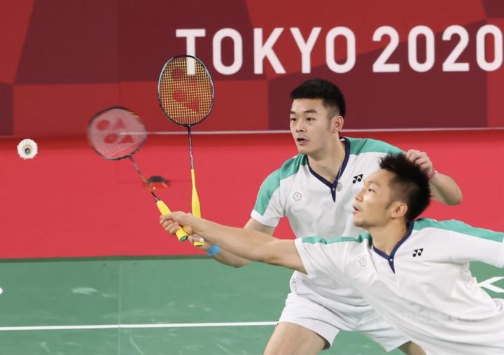 Lee Yang (front) and Wang Chi-lin at the gold medal match.