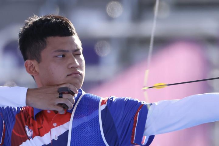 台灣射箭好手「湯包」湯智鈞(圖)31日在東京奧運男子個人對抗賽8強,以6比4射下手握2面奧運男團金牌的韓國好手金優鎮、晉級4強