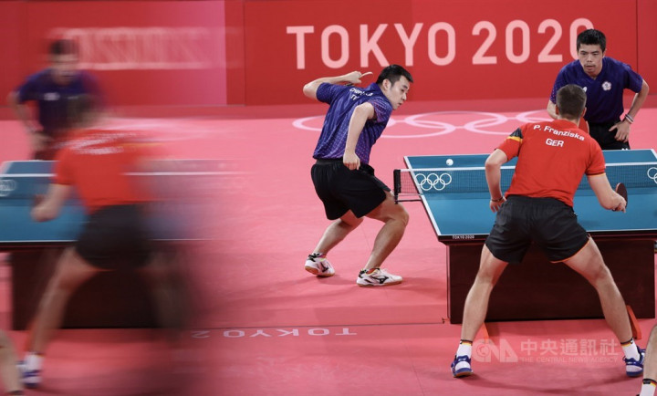 Taiwan plays against Germany in the doubles match.