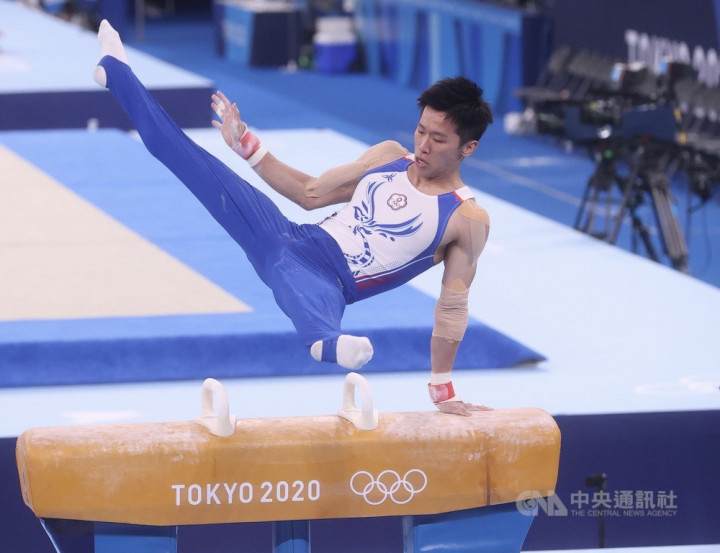 Gymnast Lee Chih-kai performs his routine in the men's pommel horse final.