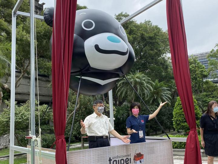 柯文哲表示,他是在前年參訪台東熱氣球飛行學校時,起念將「熊讚」做成熱氣球。