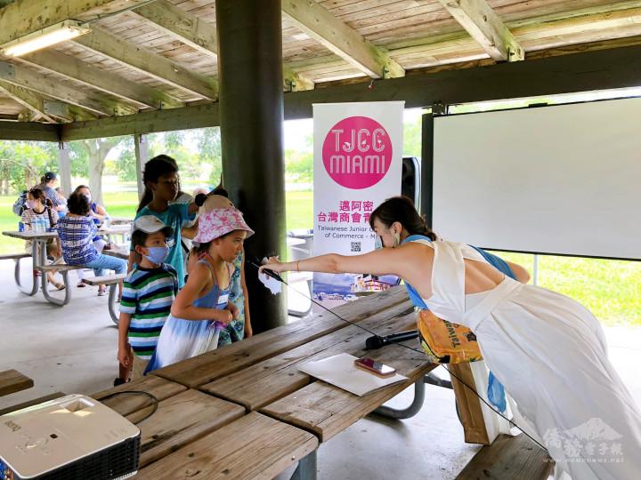 孩子們參加有獎徵答活動