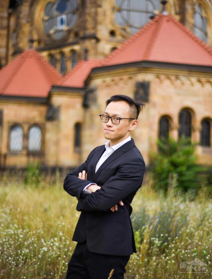第一屆全球青商潛力之星得獎者謝郁文。攝於德國德勒斯登。