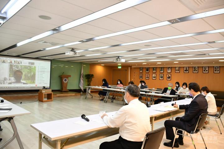 僑委會與海外37個據點僑務工作人員進行視訊會議交流,落實雙向溝通